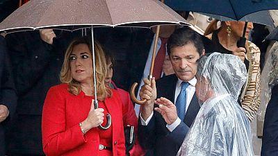 Los líderes políticos se encuentran en el desfile de la Fiesta Nacional días antes de decidirse si Rajoy es investido