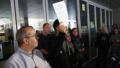 Los concejales de Badalona desobedecen el auto del juez y abren el ayuntamiento en la Fiesta Nacional