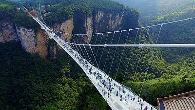 Reabren en China el puente de cristal más alto y largo del mundo
