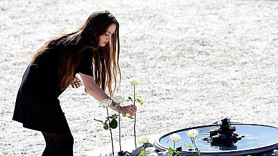 Niza recuerda a todas las víctimas en un homenaje institucional
