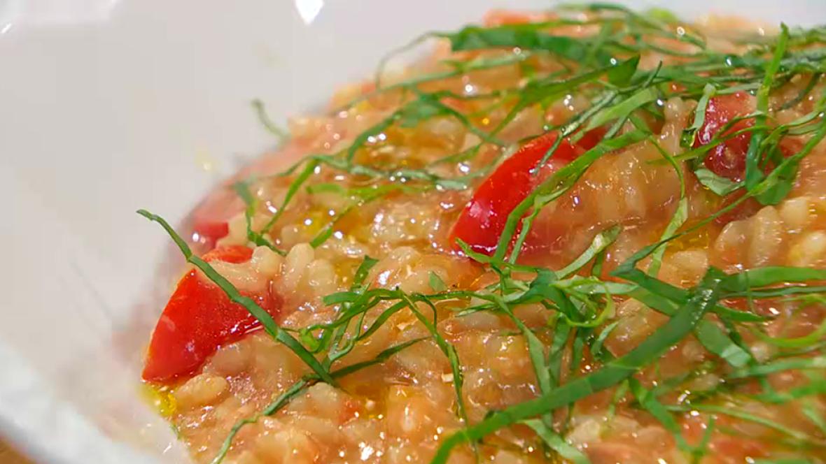 Risotto de tomate con salmón ahumado