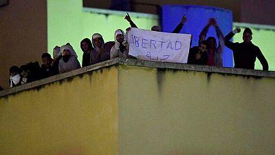 Medio centenar de inmigrantes se amotinan en el Centro de Internamiento de Extranjeros de Aluche en Madrid