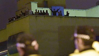 Medio centenar de inmigrantes se amotinan durante 12 horas en el CIE de Madrid
