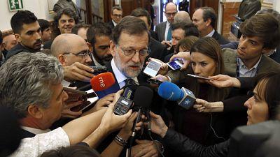 """Rajoy expresa su """"solidaridad plena"""" a Felipe González por """"no poder hablar"""""""