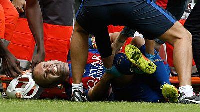 Andrés Iniesta se retira por una lesión en la rodilla derecha