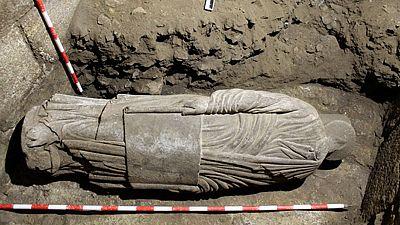 Encuentran una escultura en la catedral de Santiago
