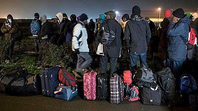 Crisis de los refugiados - La Policía francesa comienza a desalojar el campamento de migrantes de Calais