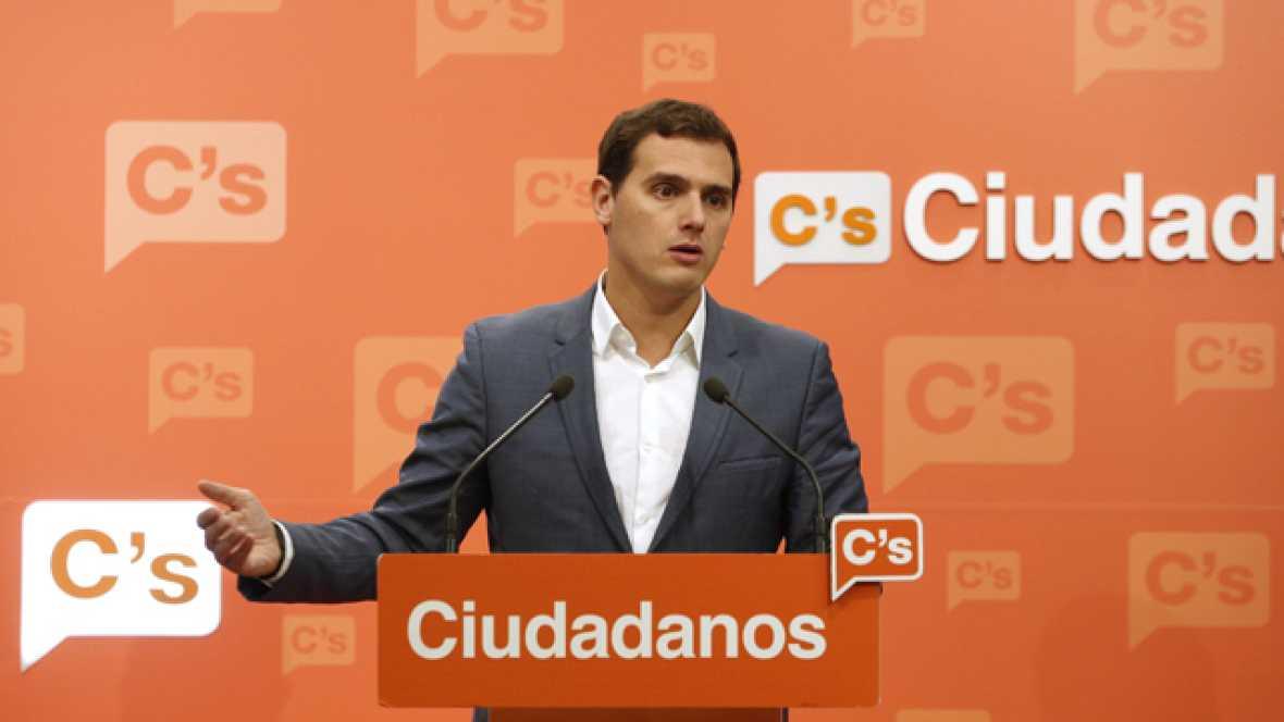 """Rivera llama a la oposición a """"controlar"""" al Gobierno y afea al PSOE no haber hecho exigencias al PP"""