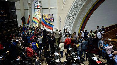 Enfrentamientos en la Asamblea Nacional de Venezuela cuando se debatía el referéndum revocatorio contra Maduro