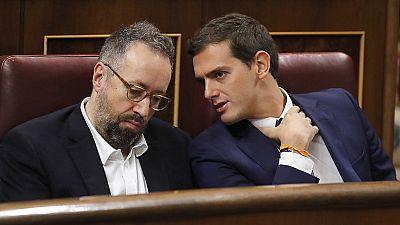 """Debate de investidura: Rivera murmura """"vaya gilipollas"""" a Iglesias desde su esca�o tras una alusi�n"""