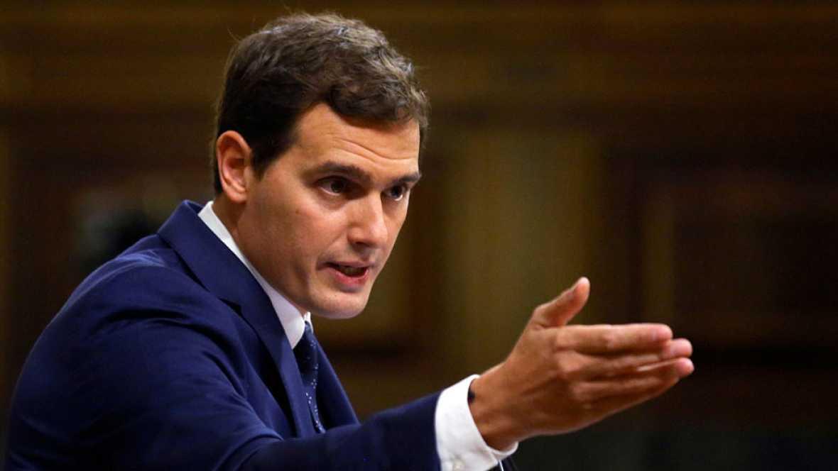 """Rivera pide a PP y PSOE que """"no se regocijen en el pasado"""" y dialoguen"""