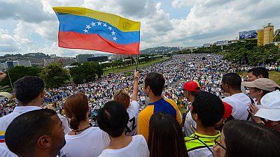 """Un policía muerto y dos heridos durante la llamada """"Toma de Venezuela"""" convocada por la oposición en todo el país"""