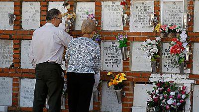 Los cementerios se engalanan para el Día de Todos los Santos