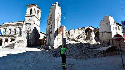 Miles de personas permanecen en refugios y hoteles tras el terremoto de este domingo en Italia