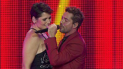 Bisbal y Rosa cantan 'Vivir lo nuestro' en el concierto de OT