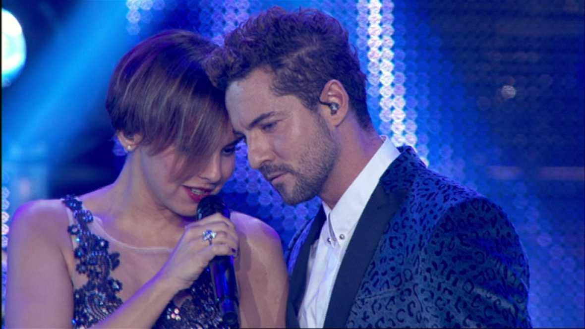 David Bisbal y Chenoa cantan 'Escondidos' en el concierto de OT