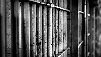 Prisión para el violador reincidente por violar e intentar matar a una mujer durante un permiso