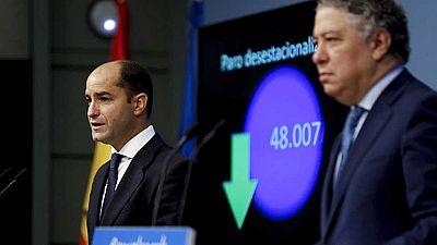 El número de parados registrados subió en 44.685 personas en octubre, hasta situarse en 3.764.982