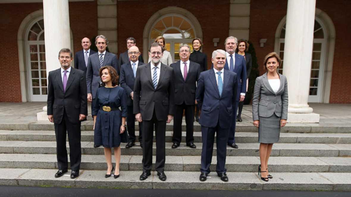 Los nuevos ministros del gobierno de mariano rajoy juran for Ministros del gobierno