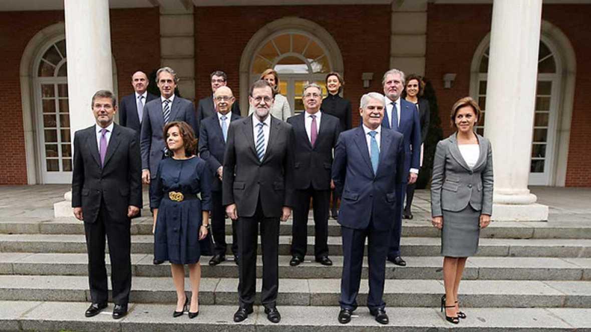 Los 13 nuevos ministros del Gobierno de Rajoy han jurado sus cargos ante el rey