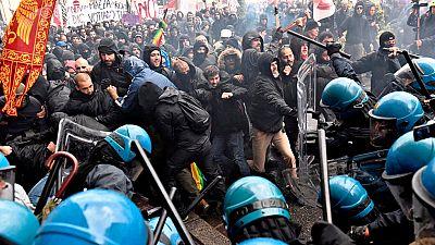 Violentos enfrentamientos en una manifestación en Florencia contra Renzi