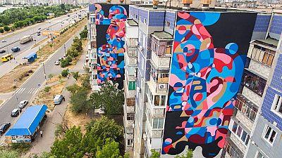 'El arte nos une', un proyecto con el que 200 artistas quieren recorrer el mundo con sus pintadas