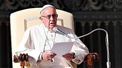 """El Papa pide """"perdón por los cristianos que delante de una persona pobre miramos a otro lado"""""""