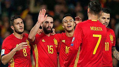 España se adelanta ante Macedonia con un gol en propia puerta