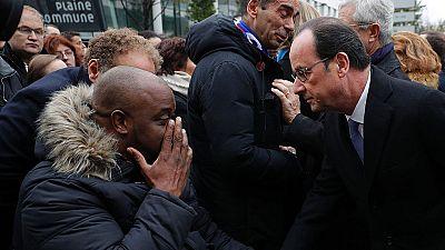 Hollande asiste a los homenajes en el primer aniversario del 13N en París
