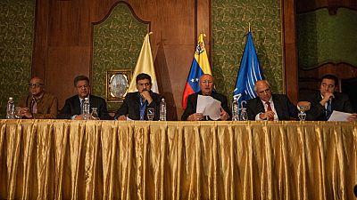 El Gobierno de Venezuela y la oposición se comprometen a resolver las diferencias políticas