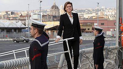 Cospedal realiza su primer viaje como ministra de Defensa y visita Sicilia