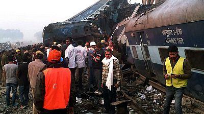Al menos 96 muertos y un centenar de heridos en un accidente de tren en la India