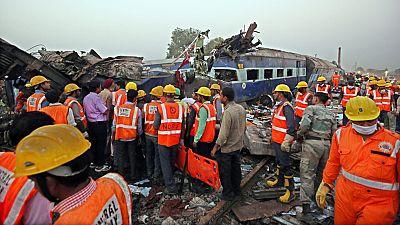 Un accidente de tren en la India deja más de un centenar de muertos