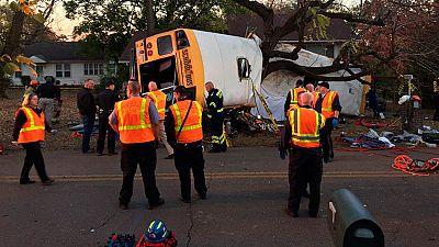 Al menos seis niños mueren en EE.UU. tras colisionar su autobús escolar contra un árbol