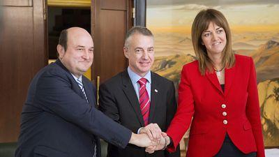El PNV y el PSE sellan su pacto de Gobierno que abordará una reforma del Estatuto vasco
