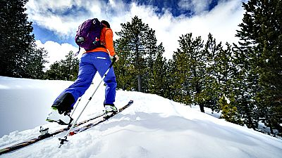 Con los 93 kilómetros esquiables que forman el entramado de pistas dividido en dos estaciones, la magia se tiñe de blanco en Vallnord para ofrecer una experiencia única con la mejor nieve y un entorno inimitable.
