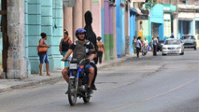 Así han vivido los españoles que vuelven de Cuba la muerte de Fidel