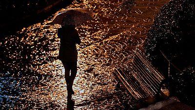 Valencia intenta recobrar la normalidad tras sufrir la mayor tormenta desde 2007