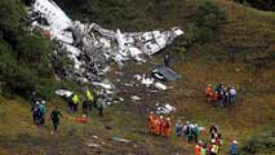 Mueren 75 personas al estrellarse en Colombia un avión en el que viajaba un equipo de fútbol brasileño