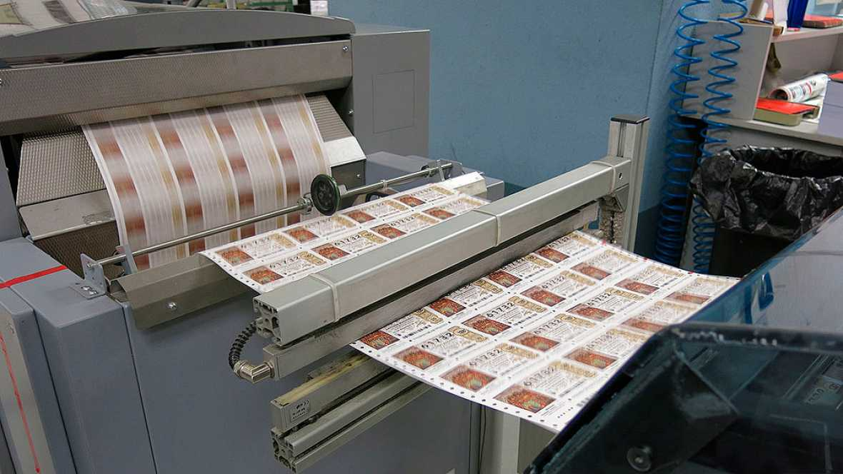 45 personas trabajan en la elaboración de los décimos del sorteo de Lotería de Navidad