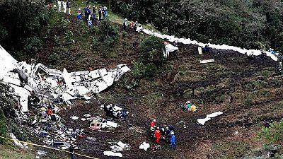 Mueren 71 personas al estrellarse en Colombia un avión que llevaba a un equipo de fútbol brasileño
