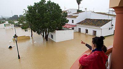 Muere una mujer en Estepona tras el intenso temporal de lluvia en Málaga