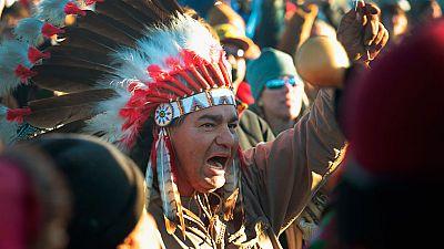 EE.UU. renuncia al trazado inicial de un oleoducto en Dakota del Norte tras las protestas de los Sioux
