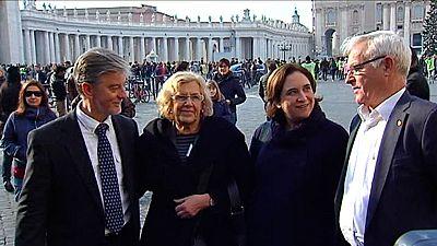 Carmena y Colau defienden en el Vaticano a los refugiados