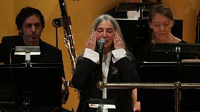 Patty Smith conmueve al público al interpretar un tema de Dylan en la entrega del nobel de la paz en Oslo