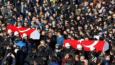Estambul celebra los primeros funerales por las víctimas del doble atentado