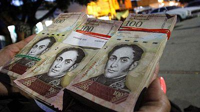 """Maduro retira los billetes de 100 bolívares para combatir a mafias colombianas que """"desestabilizan"""" la economía"""