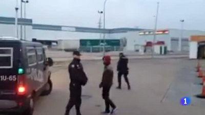 Detenidos camino de Madrid dos miembros de  la CUP buscados por quemar fotos del rey