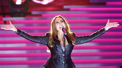 Mónica Naranjo canta 'Vivir así es morir de amor' en la gala de los 60 años de TVE