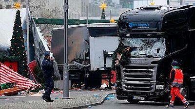 """Merkel confirma que se trata de un """"atentado terrorista"""" y que el sospechoso es un refugiado"""